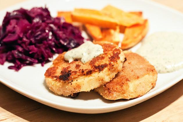 Selleriebratlinge mit Rotkohl und Suesskartoffeln