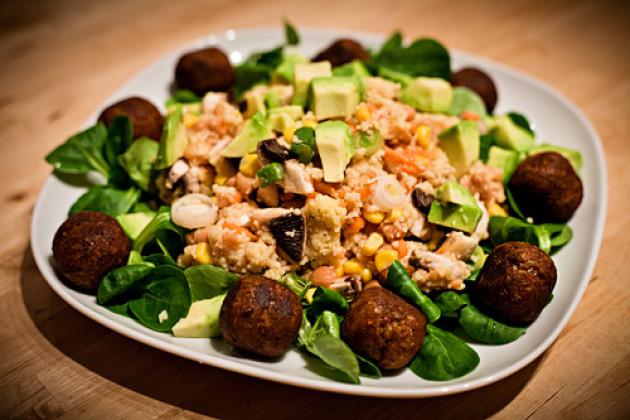 Couscous Salat mit Tofubaellchen