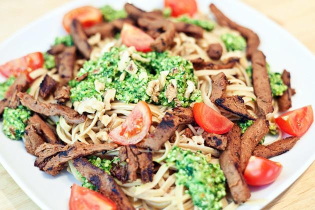 Baerlauch- Spinat- Pekanuss- Pesto mit Spaghetti (& Gyros)