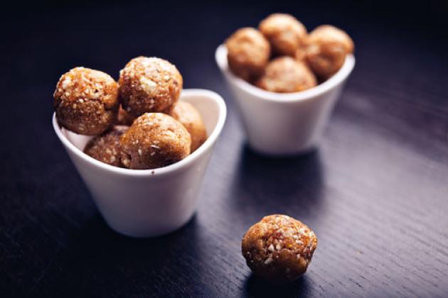 Trockenobst-Nuss-Snack: Mandel, Aprikose, Melone & Dattel