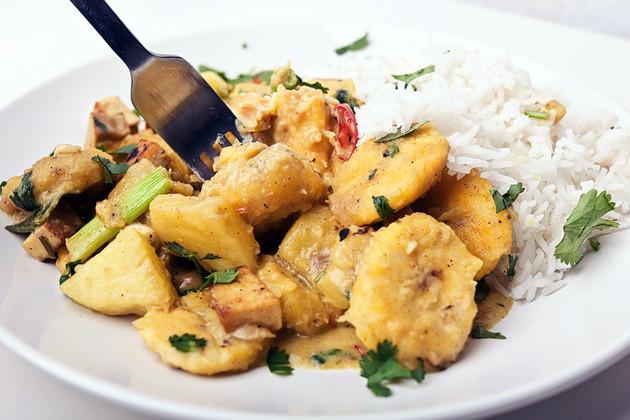 Kochbananen-Ananas-Curry