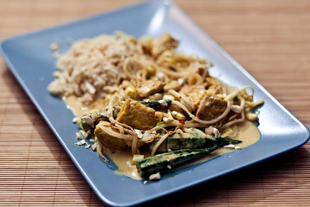 Sezuan Tofu & Okraschoten in Kokos-Sauce