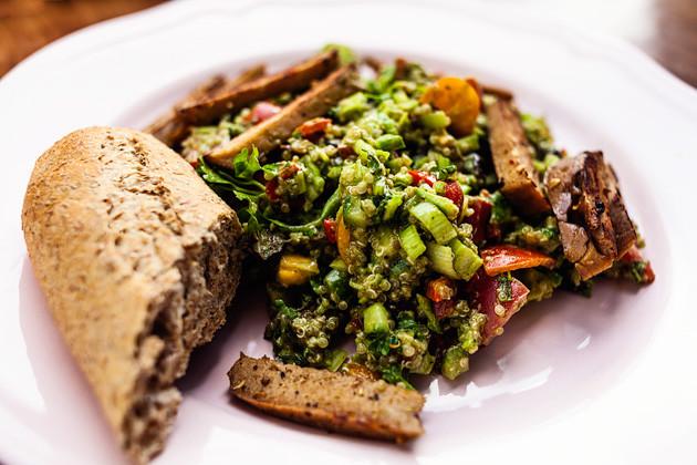 Quinoa-Pesto Salat