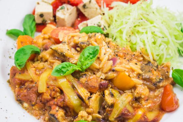 Kritharaki- Tofu- Auflauf mit pikantem Sangrita