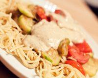 Spaghetti mit Zucchini und Bechamelsauce