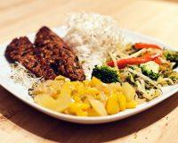 Tempeh mit Fake-Mangochutney und Gemüse