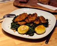 Grünkohl mit knusprigen Soja-Medaillons & karamelisierten Kartoffeln