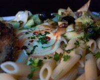 Seitan, Salat und scharfe Soja-Stippe
