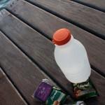 Frisch gezapftes Kokos-Wasser und Süßkram