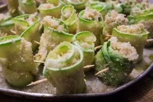 Zucchini-Röllchen bevor sie in den Ofen gekommen sind