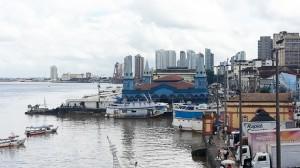 Belems Hafen- & Marktregion: In dem blauen Gebäude findet sich ein Teil des Marktes Ver-o-Peso
