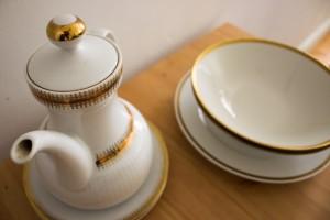 Bloggers Kitchen: Ein paar meiner Second Hand Teller und Teekanne von Stilbruch