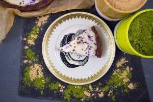 Cashew- Kokos- Rawcake mit Moringa, Maca und Blaubeeren
