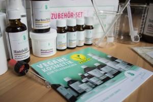 Spinnrad Zubehör-Set & verschiedene kosmetische Rohstoffe