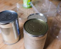 Upcycling: Anzucht- und Kräutertöpfe
